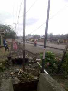 Proyek pelebaran jalan Desa Moyag