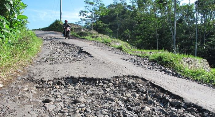 Pemkab Siapkan Dana 15 Miliar Untuk Jalan Rusak