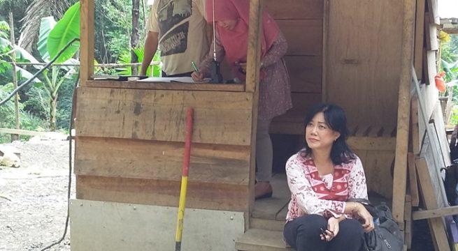 Anggota Komnas HAM Siane Indriani saat berada di lokasi hutan Gunung Garini Boltim