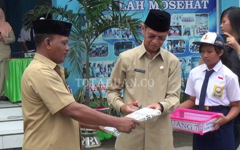 Wakil Wali Kota DJainuddin Damopolii saat membuka naskah ujian nasional