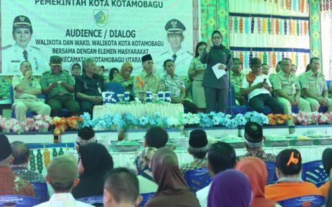 Wali Kota Tatong Bara saat membuka kegiatan BBGRM di Kecamatan Kotamobagu Utara