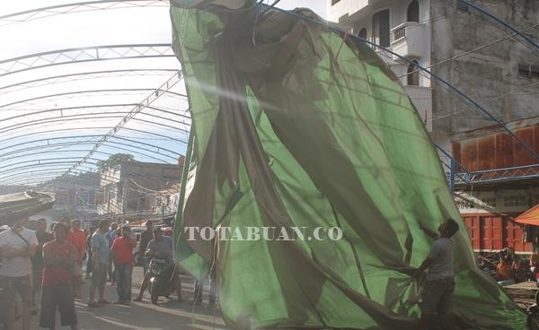 Pasar Senggol Memanas. Warga Desak Bongkar Kanopi