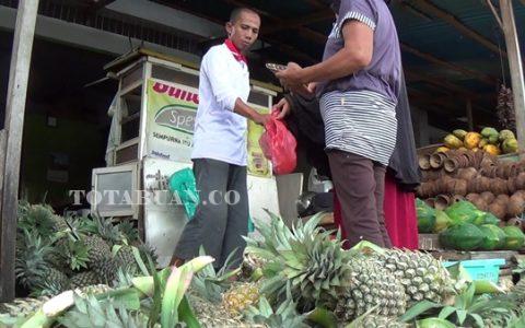 Penjualan buah nenas