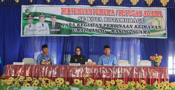Wali kota Tatong Bara melakukan pertemuan dengan petugas agama se- Kotamobagu