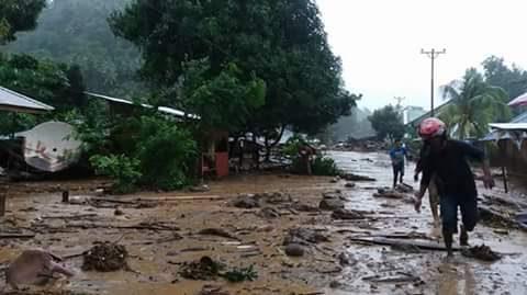 Kondisi banjir disertai lumpur  yang terjadi di Sangihe