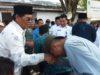 Bupati Salihi Mokodongan berbaur bersama warga saat perayaan lebaran Ketupat