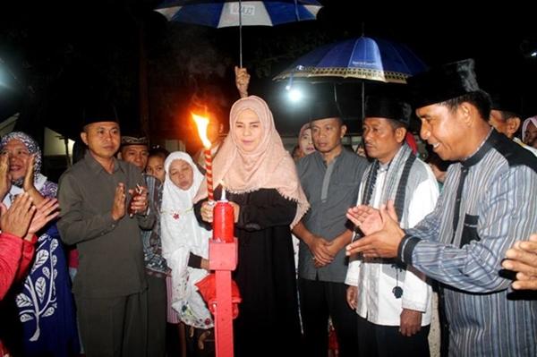 Malam Pasang Lampu di Kotamobagu