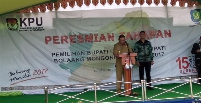 Penjabat Bupati Bolmong Adrianus Nixon Watung bersama Komisioner KPU RI Arief Budiman saat Launching Pilkada Bolmong