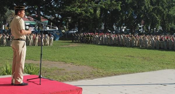 Sekkot Kotamobagu  Tahlis Gallang saat  memimpin apel perdana