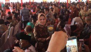 Suasana penerimaan Pilada Adipura. Tampak Walikota Kotamobagu Tatong Bara saat menerima pilada Adipura
