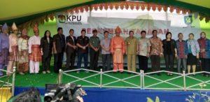 foto Penjabat Bupati Bolmong bersama Komisioner KPU RI Arief Budiman 07