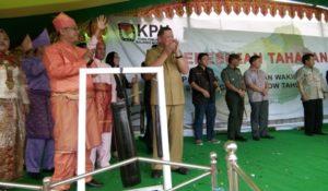 foto Penjabat Bupati Bolmong bersama Komisioner KPU RI Arief Budiman 08