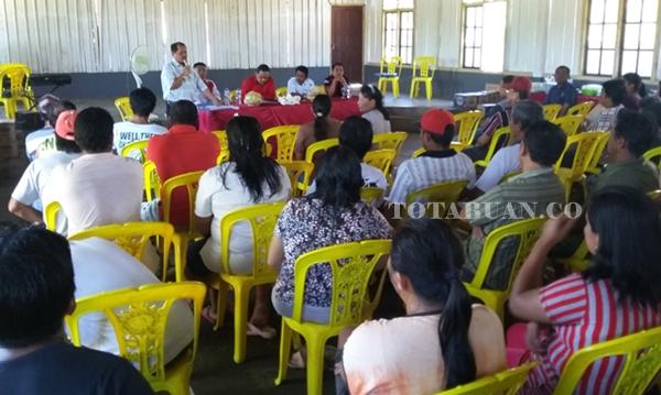 Abner Patras saat membeberkan kejanggalan administrasi perjanjian pihak perusahan dengan Pemkab Bolmong