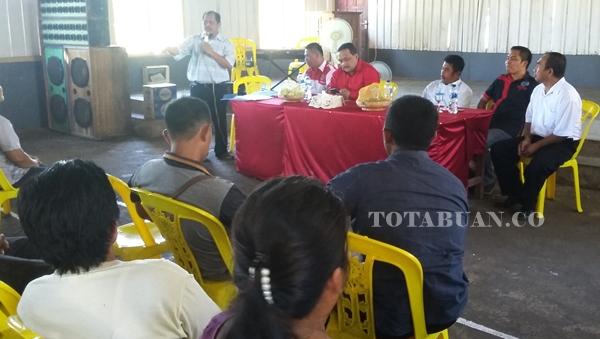 Benny Rhamdani saat hadir dalam pertemuan dengan warga Tiberias
