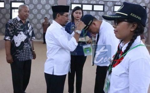 Bupati Sehan Landjar saat menutup Prajab di aula lantai III kantor bupati