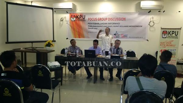 Focus Discussion Group yang antara KPU Bolmong bersama para wartawan