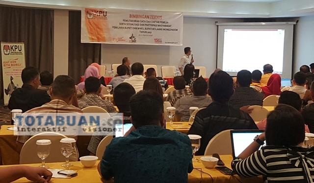 KPU Bolmong Tingkatkam Kemampuan Anggota PPK Lewat Bimtek