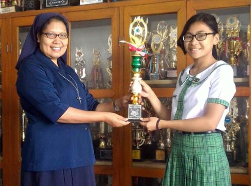 Marturia Ester Tumbelaka Wakili Sulut di Lomba Debat Tingkat Nasional