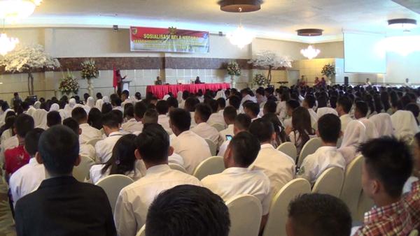 Para siswa yang ikut sosialisasi bela Negara yang dibka Wali Kota Tatong Bara