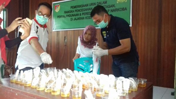 Pemeriksaan Urin Kodim 1303 Bolmong yang dilakukan BNK Kotamobagu