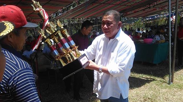 Bupati Tutup Kegiatan Olahraga di Desa Poigar II