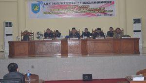 Penjabat Bupati saat menghadiri Rapat Paripurna DPRD