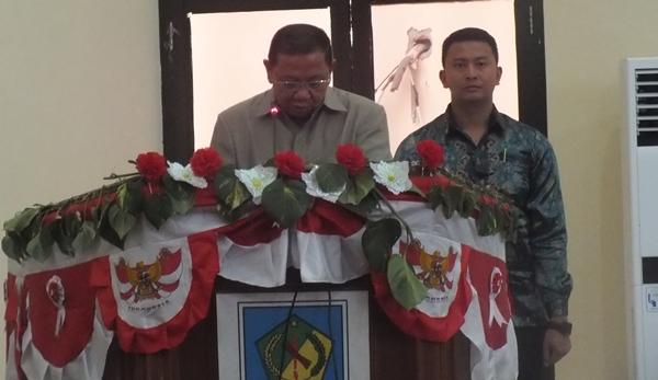 Pj Bupati Adrianus Nixon Watung saat menyampaikan sambutan saat paripurna di Gedung DPRD
