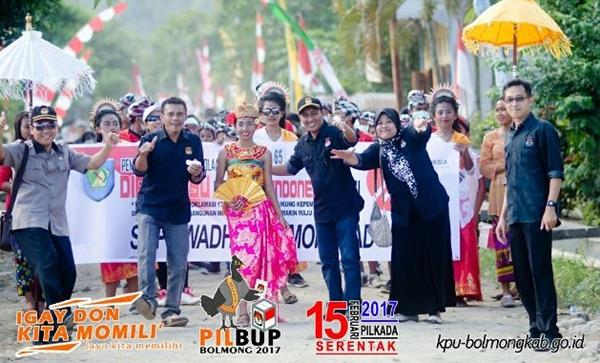 Sosialisasi tim KPU Bolmong saat karnaval hari Proklamasi lalu