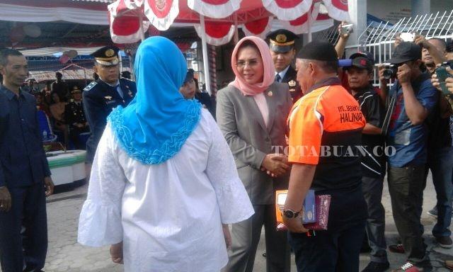 Wali Kota Kotamobagu Tatong Bara bersama para Napi usai menjadi Irup Upacara HUT ke 71 Republik Indonesia.