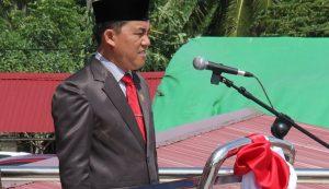 foto ketua DPRD bacakan Proklamasi