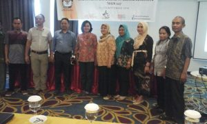 Foto bersama Komisioner KPU Bolmong, Sekretaris, Tim Biro Keuangan KPU RI dan PPK