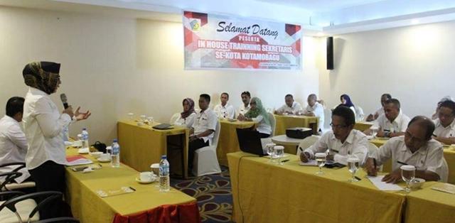 Tampak Wali Kota Tatong Bara saat memberikan materi