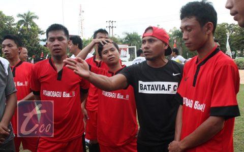 TIm Kawan Kota saat menerima arahan dari Coach Ikhsan Sania