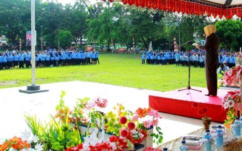 Wali Kota Kotamobagu Tatong Bara saat menjadi Irup di HUT Provinsi sekaligus Upcara  Korpri.JPG