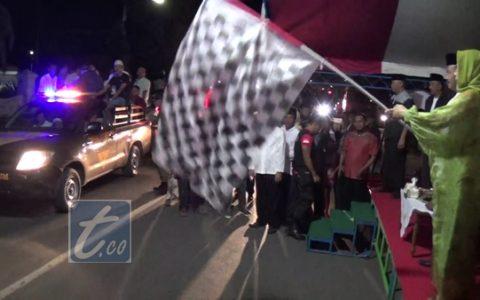 Wali Kota Tatong Bara saat melepas pawai takbir