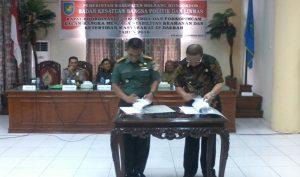 upati Bersama Dandim 1303 Lef Inf Sampang Sihotang saat penandatanganan MoU