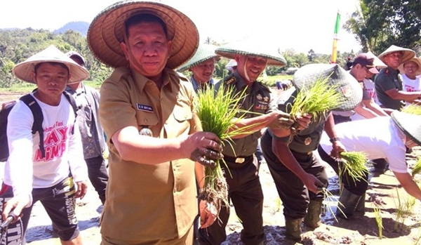 Pemkab Beri Motivasi Petani Untuk Berkreasi