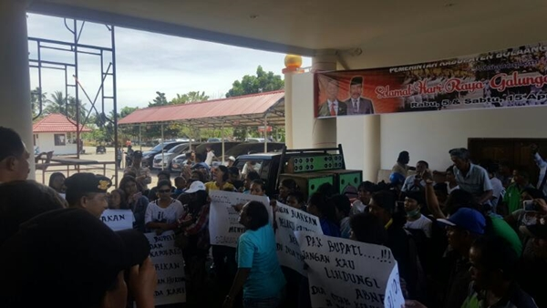 Karyawan PT Malisya dan Warga Demo di Kantor Bupati Bolmong