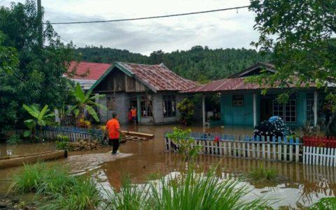 Kondisi rumah yang terendam di Desa Lolan