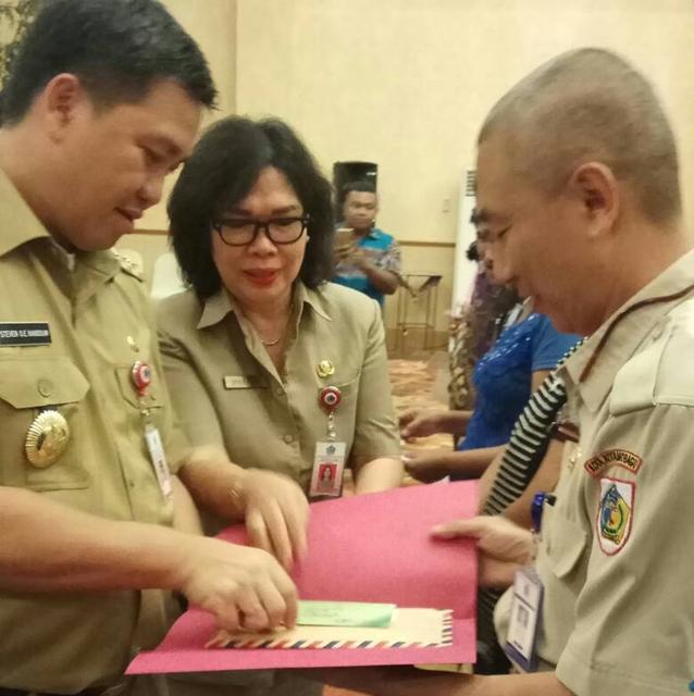 Wakil Gubernur Serahkan Bantuan ASLUT Untuk 50 Penerima di Kotamobagu