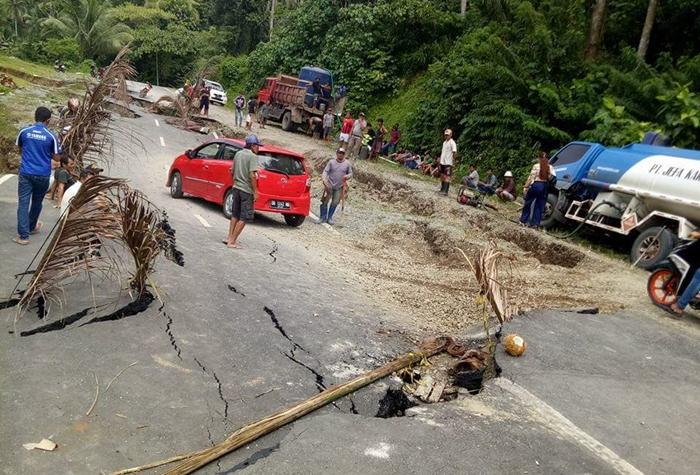 Jalan Provinsi Penghubung Bolmong-Bolsel Ambles