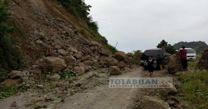 Jalur Menuju Desa Paret-Kotabunan Boltim Tertutup Longsor