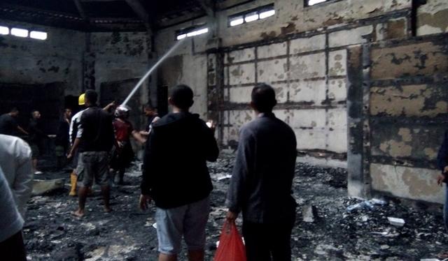 Unit Identifikasi Satreskirm Polres Bolmong Olah TKP Lokasi Kebakaran di Kantor Bupati Bolsel