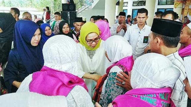 Bupati Bolmong Lepas 53 Jamaah Calon Haji