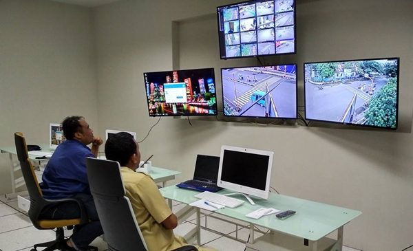 Operator Command Center Pantau Aktivitas Lalu Lintas