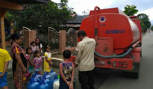 Pasca Banjir Pemkab Suplai Air Bersih di Desa Tanoyan Utara
