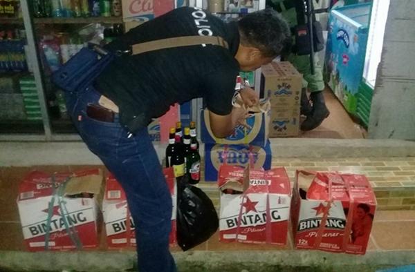 Polsek Kotamobagu Amankan Ratusan Botol dan Puluhan Liter Miras Oplosan