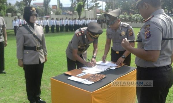 Kapolres Bolmong Pimpin Serah Terima Jabatan Kabag Ops dan Kapolsek