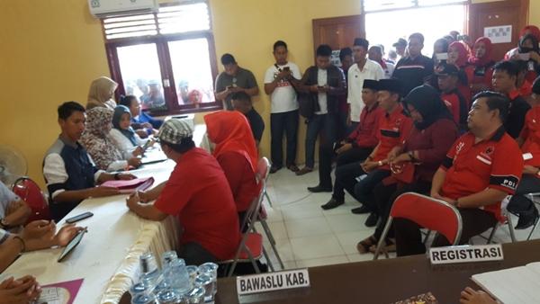 KPUD Bolsel Kembalikan Berkas Pendaftaran Milik PDIP