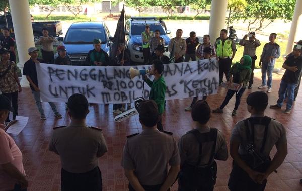 Puluhan Aktivis HMI Minta Ketua DPRD Bolmong Diganti